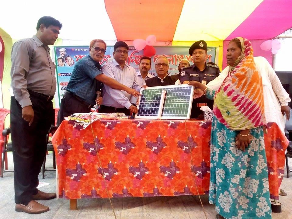 MP distribute SHS Bokshigonj, Jamalpur